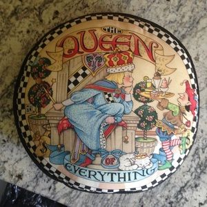 """ME """"queen of everything"""" Pillow"""